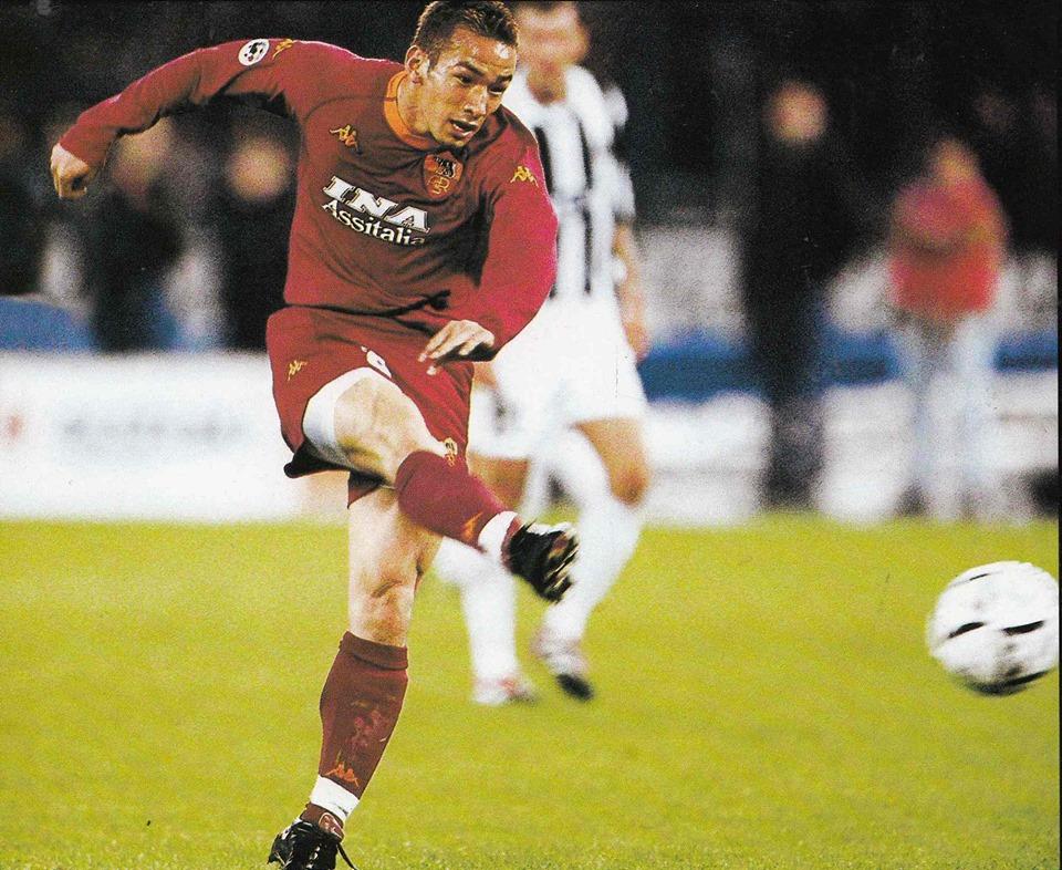 Hidetoshi Nakata, Campione d'Italia con la Roma nel 2001.