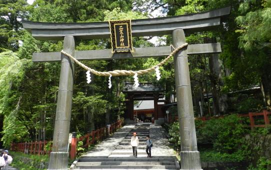 Visita di un Santuario Shintoista