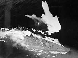 300px-Battleship_Yamato_under_air_attack_April_1945[1]