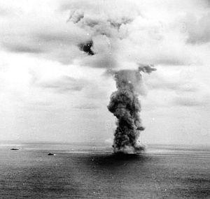 300px-Explosion_of_the_battleship_Yamato[1]