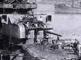 Aft_155_mm_gun_turret_Yamato_300px[1]