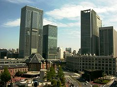 240px-Tokyo_Station_2007-0429-2[1]