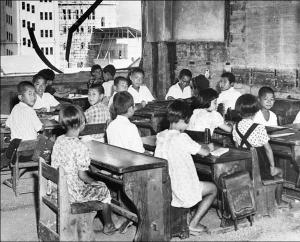 1948 Hiroshima bambini in una scuola