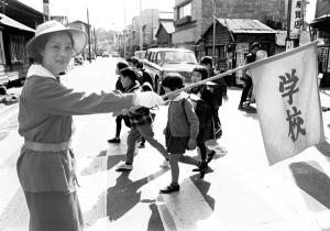 Tokyo aprile 1964 bambini nel quartiere di Minato