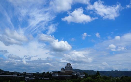 Castello di Himeji con qualche nuvola, giugno 2021